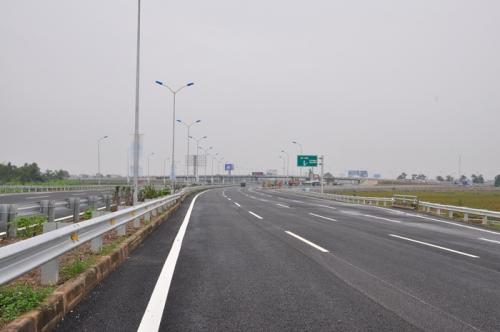 Tháo gỡ khó khăn trong triển khai dự án đường cao tốc Bắc - Nam phía Đông