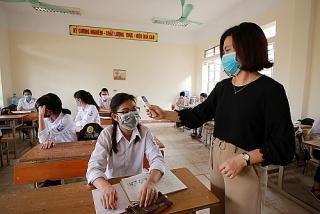 Hà Nội: Học sinh lớp 9 và 12 không ra khỏi thành phố cho đến khi thi xong