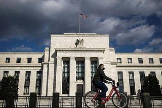Dữ liệu việc làm tốt hơn có thể thúc đẩy Fed giảm mua trái phiếu