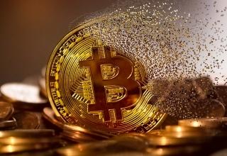 Bitcoin lại