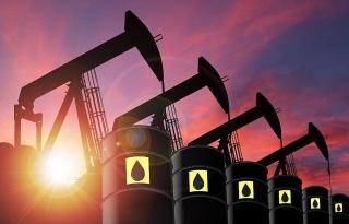 Giá dầu giảm khi mùa lái xe ở Mỹ không làm tăng nhu cầu nhiên liệu