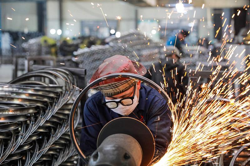 Sản xuất công nghiệp của Trung Quốc tăng chậm lại trong tháng Sáu