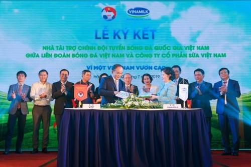 Vinamilk đồng hành đưa bóng đá Việt Nam chinh phục đỉnh cao mới