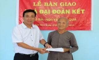 Ngành Ngân hàng Bình Định hỗ trợ xây mới 3 căn nhà Đại đoàn kết