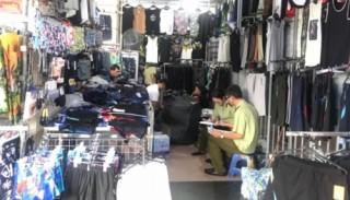 Kiểm tra, tạm giữ hàng nghìn sản phẩm quần, áo, thắt lưng có dấu hiệu giả nhãn mác