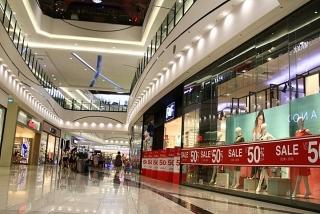 Hệ lụy từ Covid-19, gian hàng trống tại các trung tâm mua sắm sẽ còn tăng