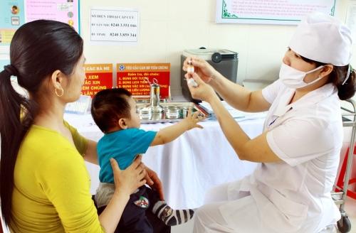 Cản trở trẻ em tiêm vắc xin bị phạt đến 1 triệu đồng