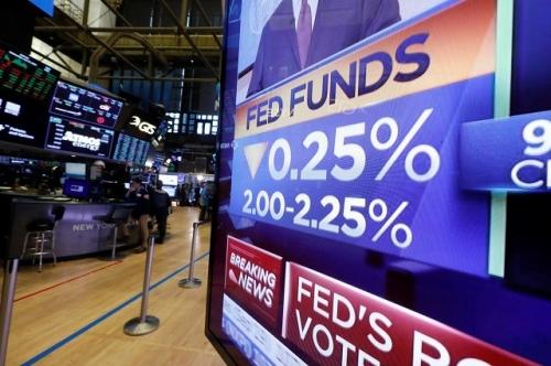 Fed sẽ cắt giảm lãi suất thêm 5 lần nữa trước tháng Tư, các nhà phân tích dự đoán