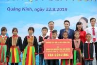 Quỹ sữa Vươn cao Việt Nam trao tặng sữa cho trẻ em tỉnh Quảng Ninh
