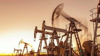 Giá dầu giảm do lo ngại kinh tế Trung Quốc chậm lại, sản lượng dầu thô tăng