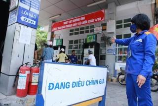 Petrolimex giảm giá xăng dầu 500 đồng/lít hỗ trợ chống dịch COVID-19