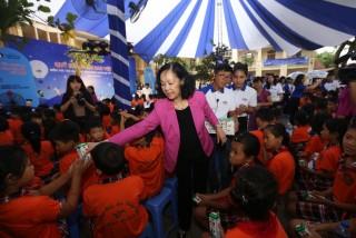 Vinamilk trao 66.000 ly sữa cho trẻ em tỉnh Vĩnh Phúc nhân Tết Trung Thu