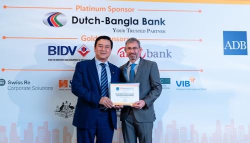 Ngân hàng Việt đầu tiên nhận giải Ngân hàng xanh của ADB