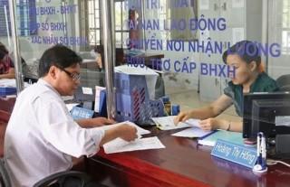 Thu nộp bảo hiểm qua ngân hàng điện tử: Lợi cả đôi đường