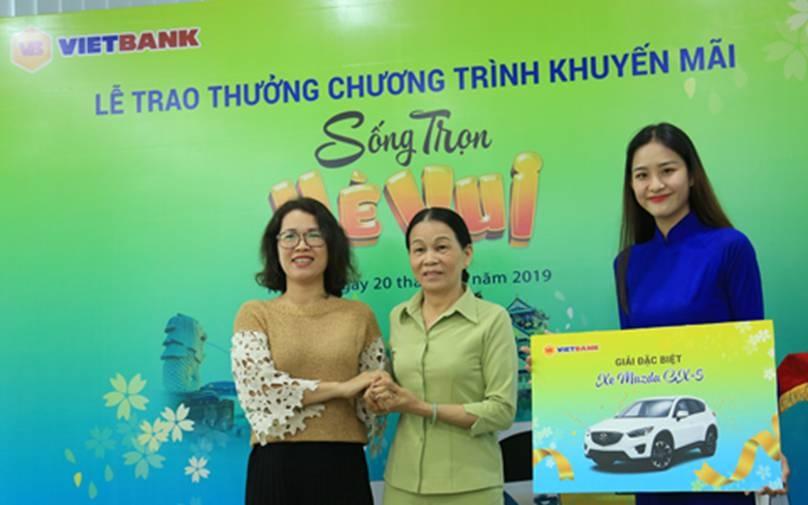 Vietbank trao xe Mazda cho khách hàng trúng thưởng