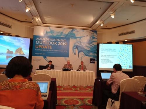 ADB: Động lực tăng trưởng của Việt Nam chuyển từ đầu tư bên ngoài sang tiêu dùng nội địa