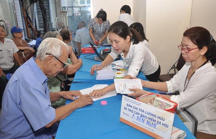 TP.HCM: Phấn đấu đạt tỷ lệ 84% chi trả lương hưu, trợ cấp bảo hiểm xã hội qua tài khoản