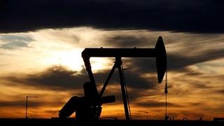 Giá dầu giảm do lo ngại cầu yếu, các giàn khoan vùng vịnh của Mỹ trở lại hoạt động