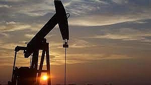Giá dầu giảm khi bạc xanh mạnh hơn
