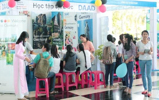 Tìm hướng tự chủ tài chính cho đại học Việt