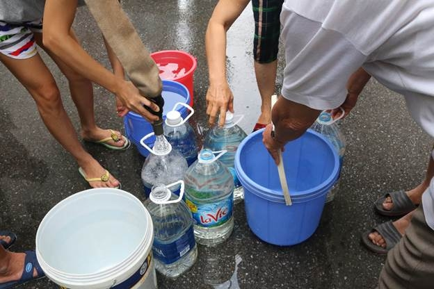 Đảo lộn cuộc sống vì đứt nguồn nước sạch