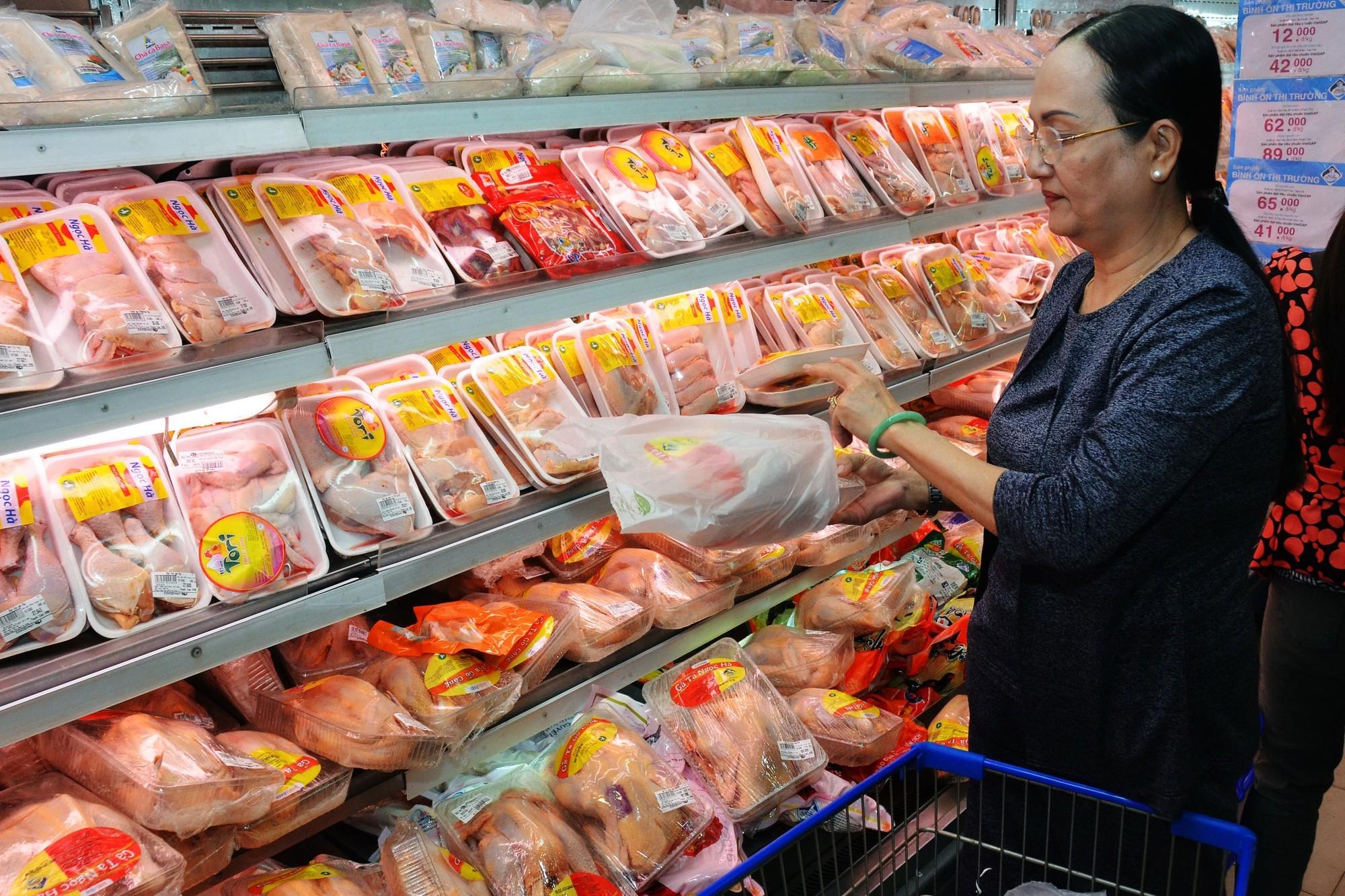 """Nhập khẩu thịt gà tăng mạnh do """"hiệu ứng"""" dịch tả lợn châu Phi"""