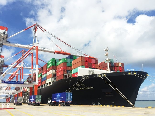 giua boi canh covid 19 hang container qua cang bien van tang 12