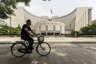 Trung Quốc cắt giảm lãi suất tài trợ ngắn hạn lần đầu tiên kể từ 2015