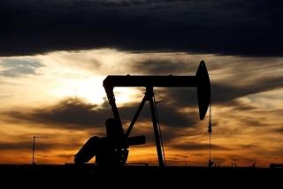 Giá dầu leo thang khi dự trữ của Mỹ xuống thấp