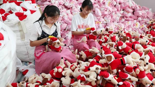 Sản xuất công nghiệp tháng 11 của Trung Quốc cải thiện hơn dự kiến