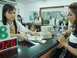 Ồ ạt bán USD gửi tiền đồng