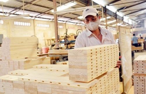 Ngành gỗ xuất khẩu: Doanh nghiệp nội vẫn chịu lép vế