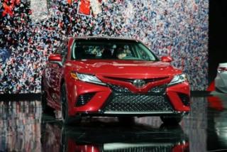 Toyota Camry 2018 chính thức trình làng với thiết kế hoàn toàn mới