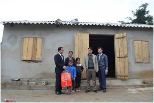 Ngành Ngân hàng Quảng Ninh hỗ trợ xây nhà ở cho hộ nghèo