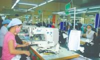 Các quy định liên quan đến lao động nữ: Bỏ hay giữ?