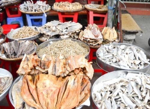 Thị trường thực phẩm khô gặp khó