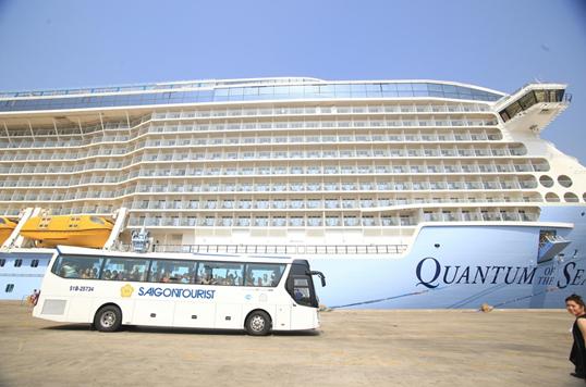 Lữ hành Saigontourist đón du thuyền Quantum of the Seas hiện đại nhất thế giới