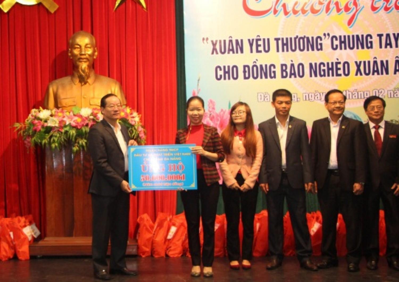 BIDV Đà Nẵng trao quà tết cho người nghèo