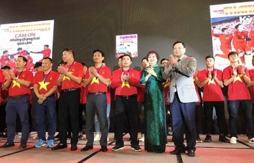 """PNJ trao tặng bộ huy chương """"Niềm tin vàng"""" cho U23 Việt Nam"""