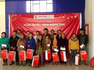 Hàng trăm suất quà đến tay người nghèo trong dịp Tết