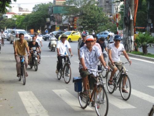 Vòng bánh xe trên phố