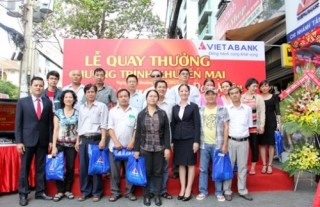 Hai khách hàng VietABank đã trúng xe SH