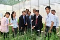 DuPont ký kết phát triển học tập nông nghiệp