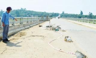 Mất đất vì khai thác cát gần bờ