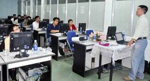 Nâng cao chất lượng nguồn nhân lực cho DNNVV