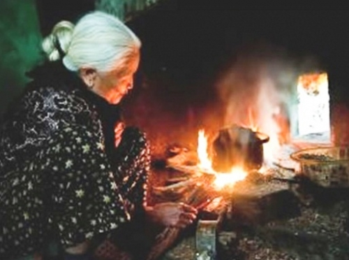Mẹ - người giữ lửa