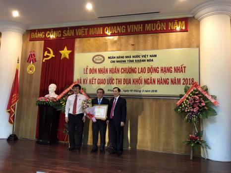 NHNN Chi nhánh tỉnh Khánh Hòa đón nhận Huân chương Lao động hạng Nhất
