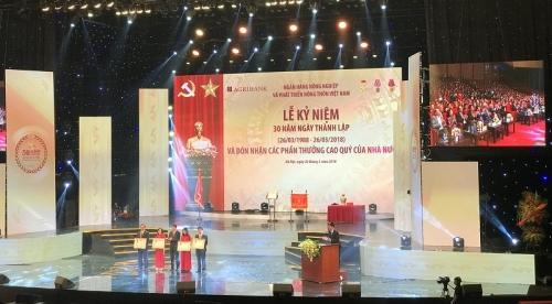 Thống đốc Lê Minh Hưng chúc mừng Agribank nhân kỉ niệm 30 năm ngày thành lập