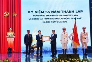 Vietcombank đón nhận Huân chương Lao động hạng Nhất