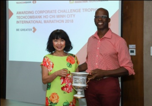 Techcombank nhận cúp 1st Place Corporate Distance Challenge